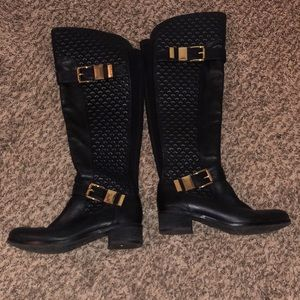 Vince Camuto boots comes with original box.